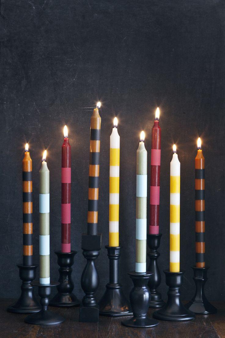 Gestreepte kaarsen maken. Let wel op welke verf je gebruikt in verband met eventuele giftige gassen die vrij kunnen komen!