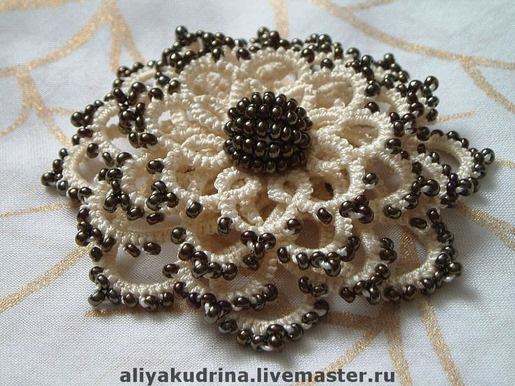3-Dimensional beaded tatting, Ankars, more beautiful work can be seen at the original site