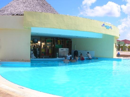 Memories Caribe Beach Resort 4*: pool bar