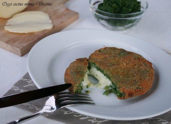 Fare in casa gli hamburger agli spinaci al formaggio è facile e sono sani e non prefritti come quelli comprati.Prepariamone una scorta da congelare.