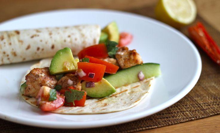 """In Nicaragua waar ik begin dit jaar naar toe ben gereisd, heb ik veel vis taco's gegeten. Deze locale specialiteit is niet voor niets enorm populair, dit gezonde en frisse gerecht maakt het tropische, zonnige plaatje helemaal compleet. Toevallig zijn vis taco's heel gemakkelijk om zelf te maken. Het enige... <a href=""""http://cottonandcream.nl/pittige-vis-tacos/"""">Read More →</a>"""
