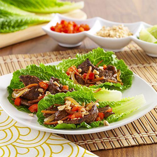 Rollos de Lechuga y Filetes Picantes: Rollos de lechuga rellenos con tiras finas de filetes de carne de res, zanahoria, cebolla y una salsa de chile y ajo picante