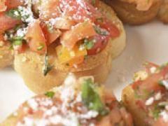 Des tapas et tartines pour l'apéro du vendredi ! Délicieuses, faciles à préparer, les tapas sont parfaites pour recevoir. Originaires d'Espagne, elles s'inspirent des mets du monde entier... Simples ou sophistiquées, chaudes ou froides, à midi ou le soir, à la viande, au poisson, à la charcuterie, aux légumes ou au fromage, seul ou à plusieurs... Olé !
