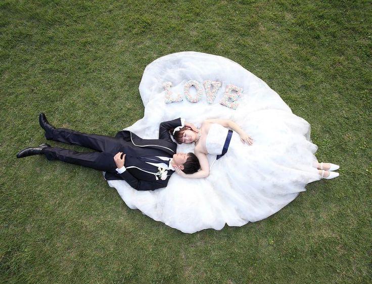 寝相アート風のウェディングフォト・結婚式前撮り写真の撮り方   marry[マリー]