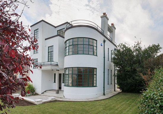 Back on the market: Melville Aubin-designed Sunpark 1930s art deco property in Brixham, Devon on http://www.wowhaus.co.uk