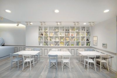 estante para brinquedos: Cafe Interiors, Caferestaur Interiors, Cafes, Interiors Design, Cafe Inspiration, Cafe K-Cup, Baby Cafe, Tokyo Baby, Books Cafe