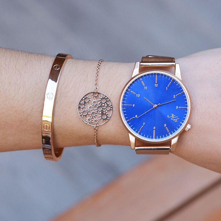 Μοναδικό σετ που περιλαμβάνει ρολόι από ανθεκτικό μέταλλο και βραχιόλια από ανοξείδωτο ατσάλι ροζ επιχρυσωμένο.