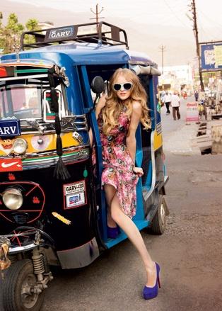 Vlada Roslyakova Himalayas India  Местное средство передвижения – тук-тук, предназначенный для четверых, но обычно перевозящий от шести до десяти пассажиров
