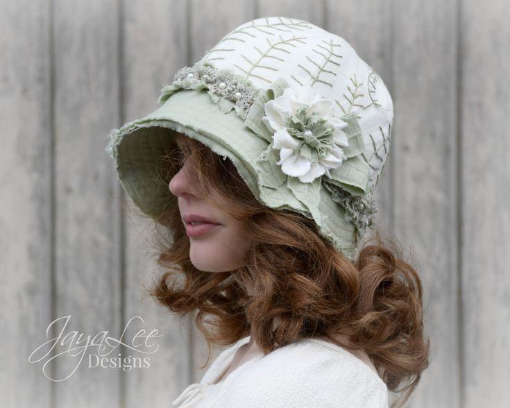 Hadas Fern lino Cloche sombrero de Jaya Lee Designs  Este encantador sombrero cloche está hecho de tela de lino repurposed. El sombrero tiene