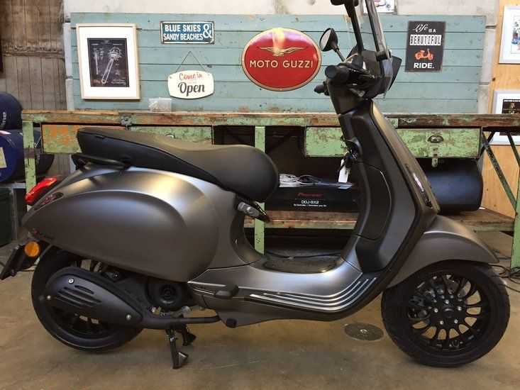 Custom Vespa Sprint Frozen Dark Grey