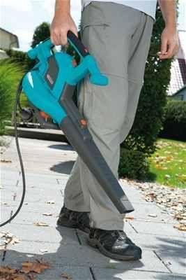 Fújó funkciót is ellátni képes lombszívó!  http://www.gardenaweben.hu/faapolas/lombszivo/gardena-lombszivo-fujo-ergojet-3000