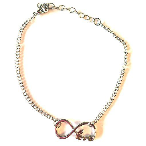 """Infinity armbandjes in het zilver, met de teksten """"love"""", """"hope"""", """"dream"""" of """"faith"""". € 3,95"""