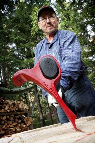 Mira lo que ideó este hombre para hacer mucho más fácil la manera de cortar leña. Algo que en todo el mundo le agradecerán… porque todos cortamos leña, obvio.