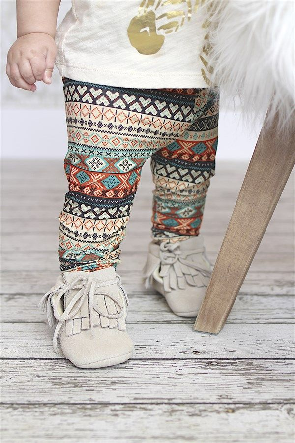 These baby leggings are the perfect combination of a stretchy-slim fit and soft, cotton knit fabric. And the tapered leg is just the cutest on baby legs.  The bold black and white prints pairs with just about anything; pretty, but not overly girly. In fact, these leggings would be perfect for the little dudes, too!