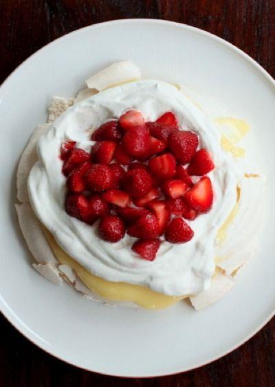 strawberry and lemon curd pavlova