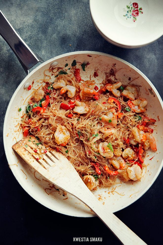 Fried rice noodles with shrimp