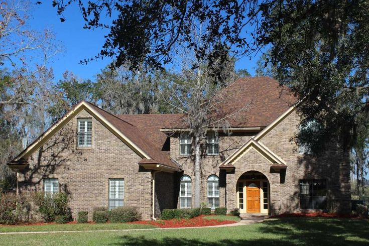 DOCTORS LAKE WATERFRONT, Navigable ... to the St Johns River & Atlantic Ocean.APPOINTMENTS NECESSARY. 9a to 6:30p. 2 hr. Kitchen is a Chef's Delight featuring Double Ovens (1 Convection), Jenn Air Downdraft Cooktop in Island, Granite Counters & Extra Cabinets. Wood burning fireplace has brick facing to the Vaulted Ceiling. Emergency Generator uses Propane Gas and features an Automatic Transfer for convenience. Crown Moulding & Tall Baseboards provides Elegance.