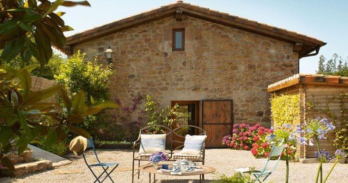 Isabel Peletier a Santiago Liniers vytvorili zo starej schátranej stajne útulný domov. Rekonštrukcia kamennej stodoly na rodinný dom. Premena stajne