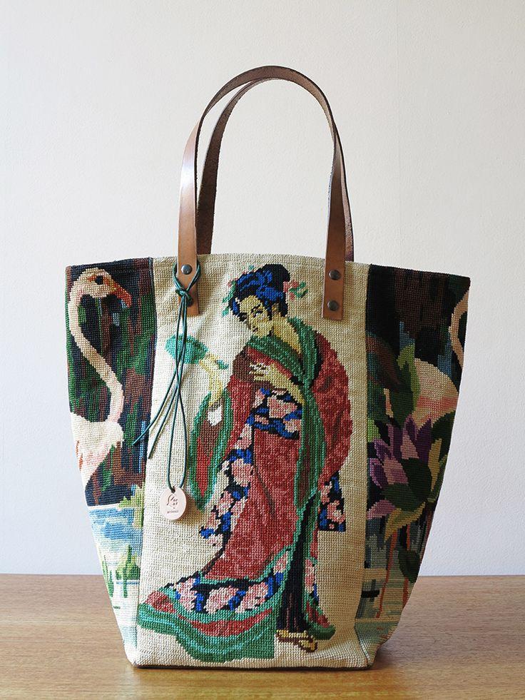 Les SAUVAGE sont nés du désir de collectionner et célébrer les ouvrages féminins issus de l'art populaire. De leur rendre honneur en conjuguant la mémoire d'un art décoratif et l'exigence d'une création innovante.