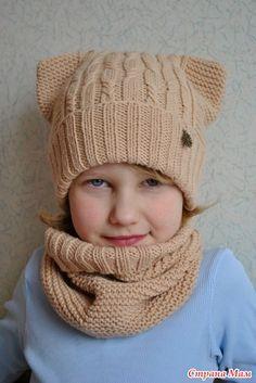 Комплект из шапки и снуда для девочки.