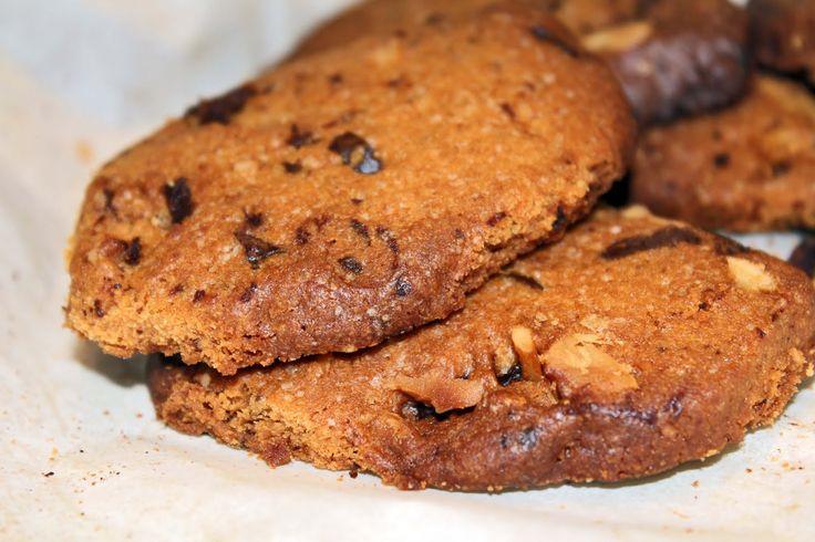 Sorelle in pentola: Biscotti al caramello, noci macadamia e cioccolato.