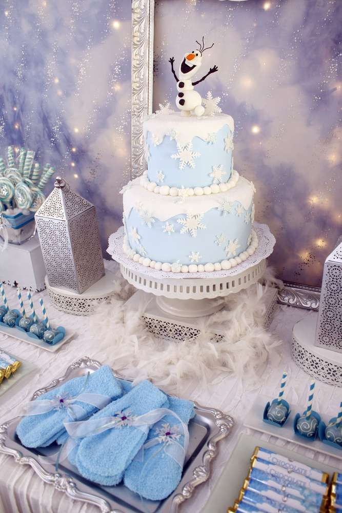 Love the white Boa under the Frozen Cake! FROZEN | CatchMyParty.com
