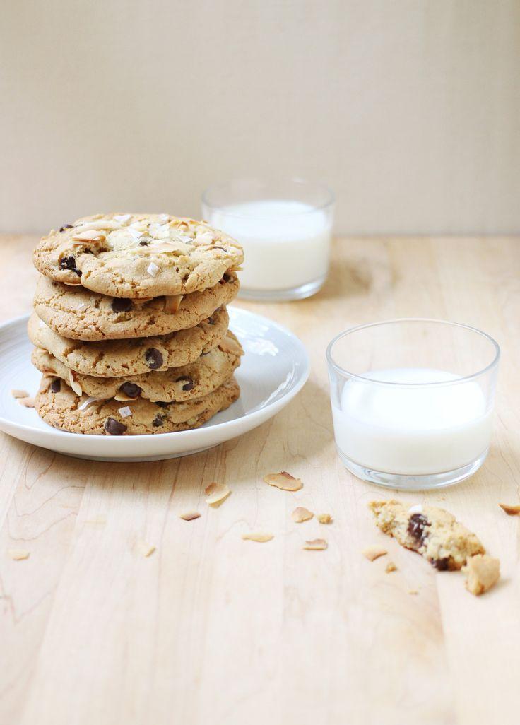 Giant Coconut Tahini Cookies http://foodnouveau.com/recipes/desserts/cookies/coconut-tahini-cookies/?utm_campaign=coschedule&utm_source=pinterest&utm_medium=Marie%20Asselin&utm_content=Giant%20Coconut%20Tahini%20Cookies