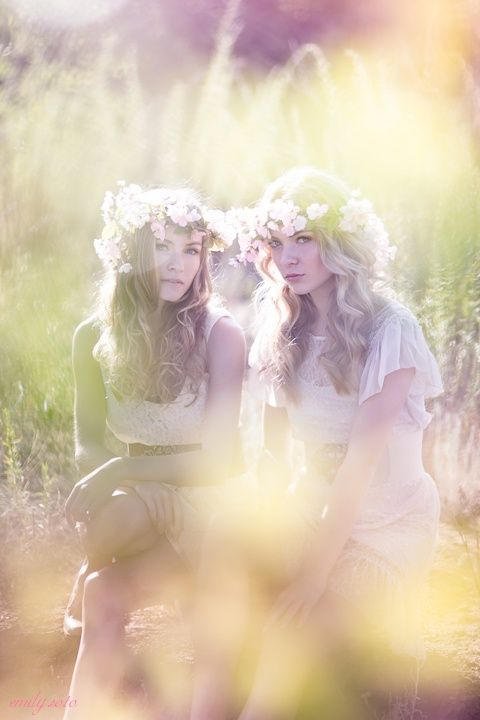 Hippie Style ♥ -- love everything about this ... Lighting, outfits, focus ...