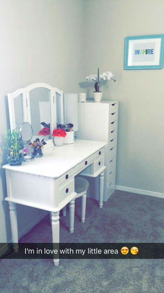 FB post...idea for simple small makeup area