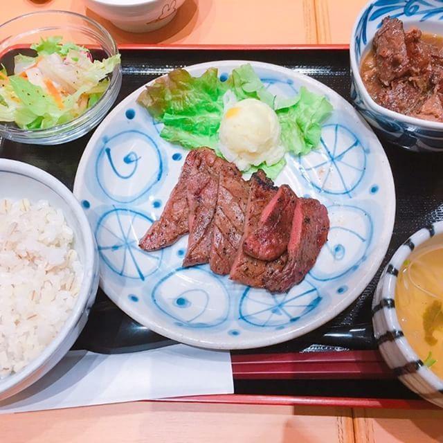 牛タンランチ💗がっつりお昼ご飯!!!幸せ~ #牛タン #タン #牛すじ煮込み #肉 #お肉 #牛すじ #お昼 #お昼ご飯 #ご飯 #コラーゲンスープ #おいしい #旨い #美味しい #ボリューム #お腹いっぱい #がっつり #幸せ #ランチ
