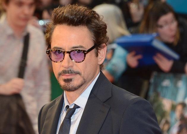"""Zurzeit fackelt er wieder als Iron Man die Leinwand ab - in """"The Avengers"""". Der jüngste in einer Reihe von gigantischen Popcornkino-Hits für Robert Downey Jr. (47). Erstaunlich, welchen Dreh die Karriere des sympathischen Melancholikers und Ex-Junkies in den vergangenen fünf Jahren genommen hat. Doch wer würde Downey all die lustigen, lässigen Autopilot-Auftritte oder gar die Multimillionen-Dollar-Gagen vergönnen?"""