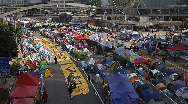 Hong Kong police move to close last protest site