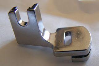 KreativShop's-blog: Set de 15 piese pentru maşini de cusut