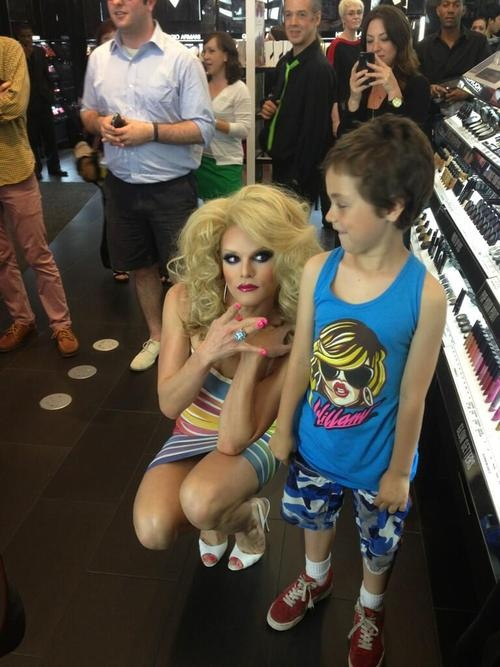 """""""The 'W' stands for Willam"""" - Willam Belli, in response to the WoW image...          'Role Model Willam Belli Throws Gang Signs to a Young Fan'"""