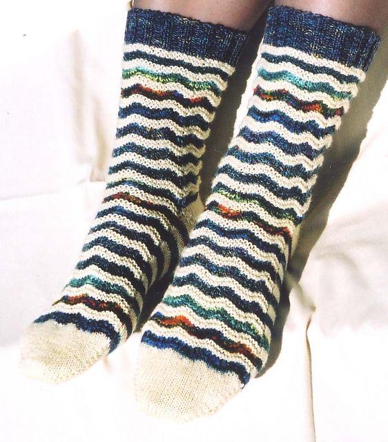 Ravelry: Scallops Socks by Katherine Foster - free pattern
