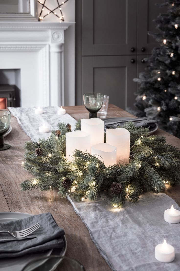 We've paired our green cable micro lights and blue spruce wreath together to create a sparkling festive decoration. With 50 warm white LEDs and miniature pinecone detail, you'll be transported to a winter woodland in no time at all!