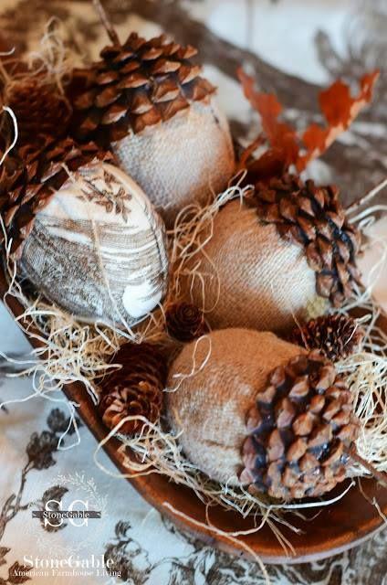 Love these burlap acorns from Stone Gable.  Junktion Alley http://www.stonegableblog.com/2013/09/burlap-and-toile-acorns-diy.html