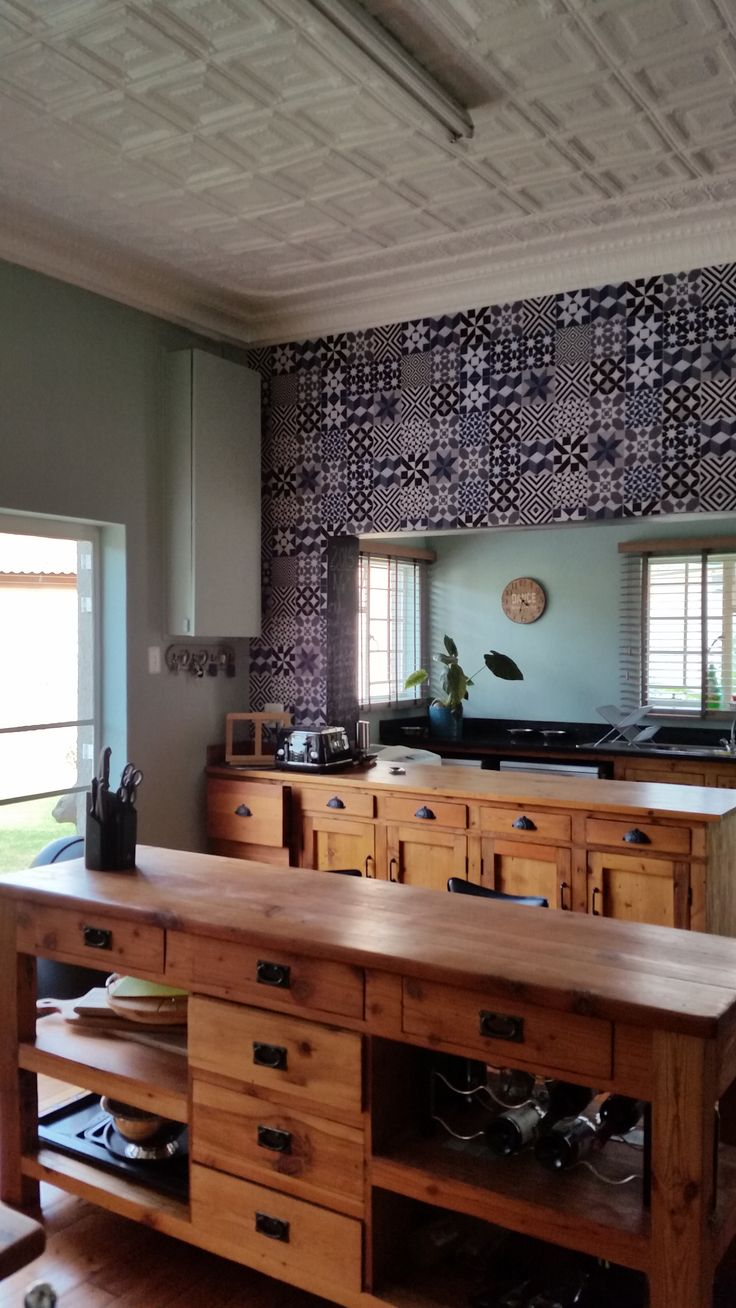 The blue Suzy Amoils geometric tile wallpaper complements this oregon kitchen so well!