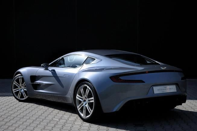 Beau Aston Martin One 77