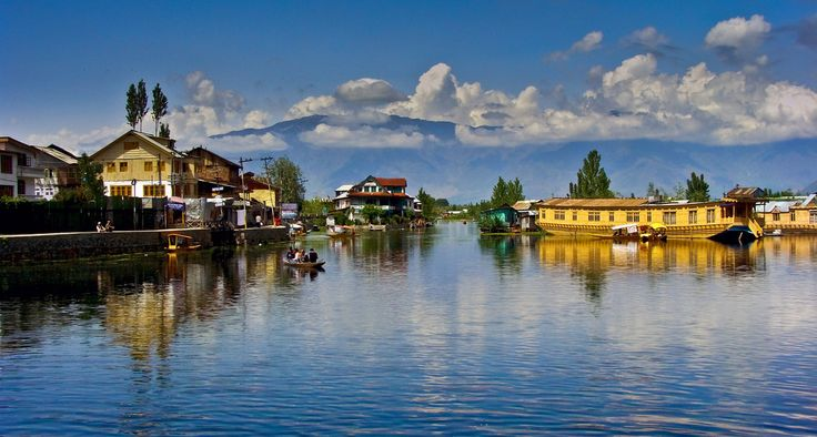 Get kashmir holiday pakages, kashmir travel pakages , this place is dal lake , the heart of kashmir , come and enjoy the enormous beauty of dal lake ,get tour pakages now , if anybody intrested to come here just call us or what's app us on this number +919086693168  #dallake #houseboat #tour #holidays #honeymoontour #honeymoon #summerholidays #travel