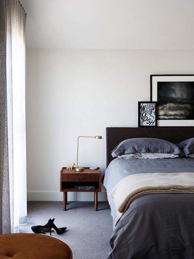 Een chique appartement vol mid-century interieur design en metallic - Roomed
