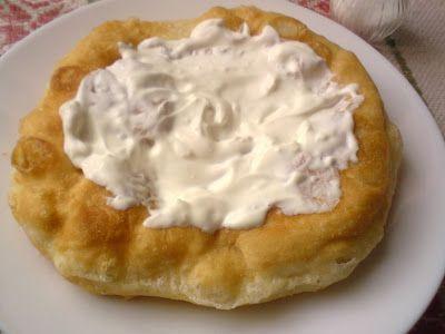 Paprikás krumpli: Fokhagymás-tejfölös piaci lángos