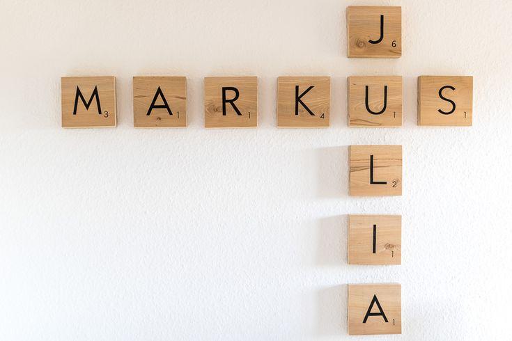 Heute zeige ich euch, wie ihr ganz einfach eine tolle Scrabble Wand (Scrabble Wall) als Holzbohlen selbstgestalten könnt.