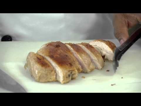 Receta de Pavo Silvestre en Salsa de Queso Holandés Navideño - VER VÍDEO -> http://quehubocolombia.com/receta-de-pavo-silvestre-en-salsa-de-queso-holandes-navideno    Nuestro Chef Institucional Aurelio Rivas nos da los pasos para cocinar un exquisito pavo silvestre al horno sobre una base de salsa de Queso Holandés Navideño Alpina. Una receta navideña que también puede ser preparada en otras ocasiones. Disfrútala con amigos y familares. Créditos de vídeo...