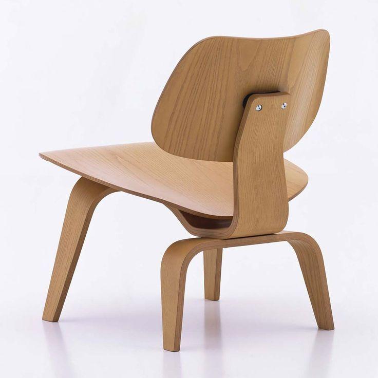 Plywood Group av Charles och Ray Eames för Vitra är resultatet av många års experimenterande med olika tekniker för att kunna ta fram sitsar och ryggstöd av formpressad plywood som följer kroppens konturer på ett optimalt sätt. Den organiska formen i kombination med det lätta och luftiga underredet ger en extremt bekväm och lätt stol.