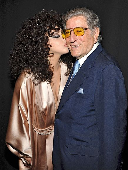 Tony Bennett made a major statement in old-school square aviator frames with vibrant yellow tinted lenses! Maybe that's what earned him a smooch from Lady Gaga.: Big Kiss, Old Schools Squares, New York Cities, Bennett Cheek, Sinatra Schools, Aviator Frames, Yellow Tint, Squares Aviator, Stars Track