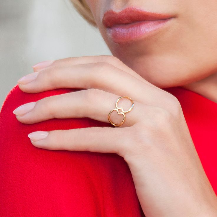 Ring with interlaced hearts perfectly complements every styling you choose for a carnival ball. #lilou #ring #interlaced #hearts #carnival #ball