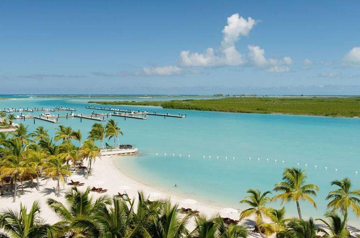 Seit einem Jahr zählt die geografisch zu den Komoren gehörende Inselgruppe Mayotte offiziell zur Europäischen Union. Ein Paradies mit weißen Sandstränden, Palmen, Riesenschildkröten – und dem Euro als Zahlungsmittel. Es ist nicht die einzige Trauminsel, die zu Europa gehört. TRAVELBOOK zeigt die paradiesischen Überseegebiete europäischer Staaten. Wetten, dass Sie von einigen noch nie was gehört haben?