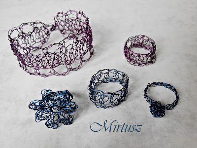 Mirtusz : Szerelemgyerekeim: A Mirtusz-gyűrűk  Vékony drótból horgolt gyűrűk és karkötő