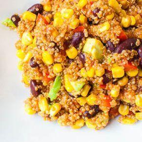 In letzter Zeit bin ich total auf dem Quinoa-Trip. Nach viel zu langer Zeit habe ich mich mal mit Quinoa befasst und koche seitdem super viel damit. Allerdings sehe ich es weniger als Reis-Alternat…